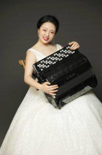 Mingyuan Ruan playing accordion