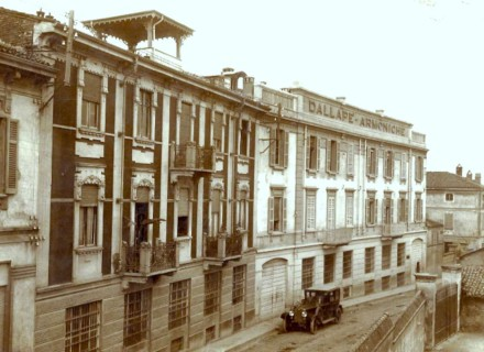 The palatial frontage of the Dallapé factory in Stradella in the 1920s