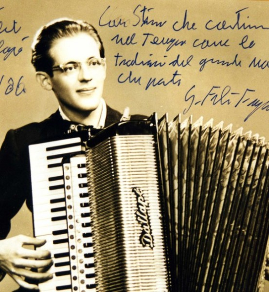 Gian Felice Fugazza plays the Dallapé Liturgical Accordion