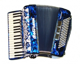 A professional popular-sized model for adults and older children with hand-made reeds. Available in a full range of colours. Model shown in Chinese Blue.